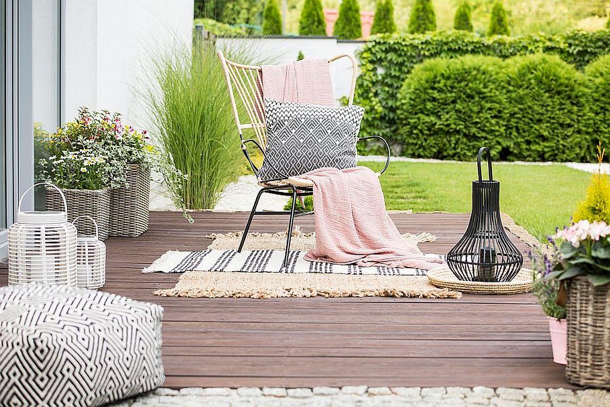 Fotel rattanowy na tarasie czy w salonie? Odszukaj dla niego doskonałe miejsce w domu