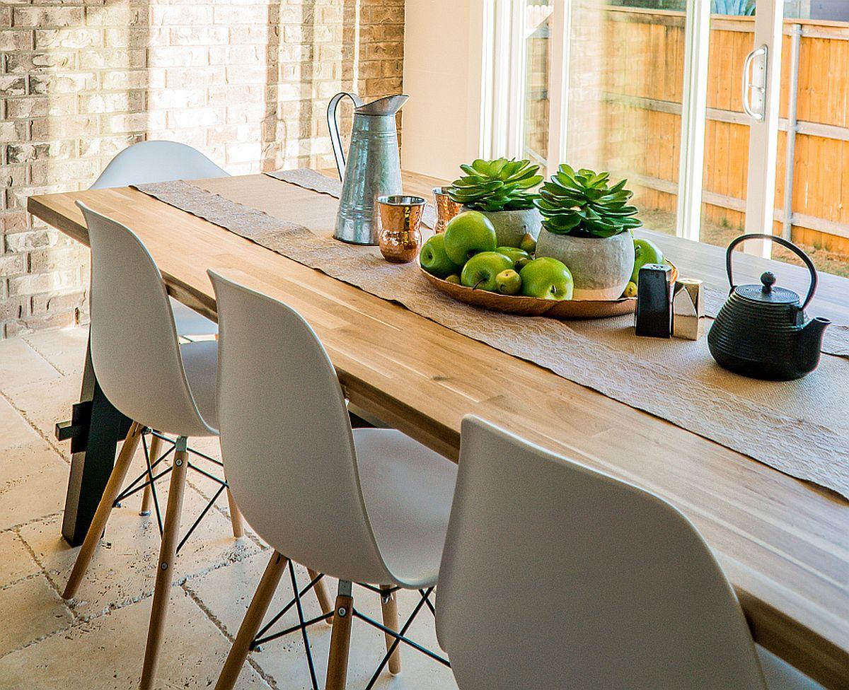 Jak dbać o stół dębowy z drewna litego?